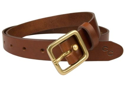 Champion Chase ™ Leather Belt Light Chestnut 1 Inch Wide. High quality womens leather belt. Italian vegetable tanned leather and solid brass buckle. Made in UK by British Craftsmen. Free sliding loop to ensure a flush finish when worn with dresses or loose top. However this belt looks super with smart or casual trousers. Comes with the Champion Chase™ double horse shoe motif.